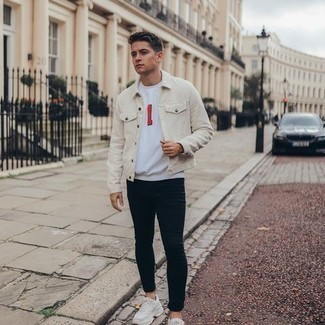 White Print Crew-neck T-shirt Outfits For Men: A white print crew-neck t-shirt and black skinny jeans are the perfect foundation for a neat and relaxed look. Add beige athletic shoes to the mix to pull the whole thing together.