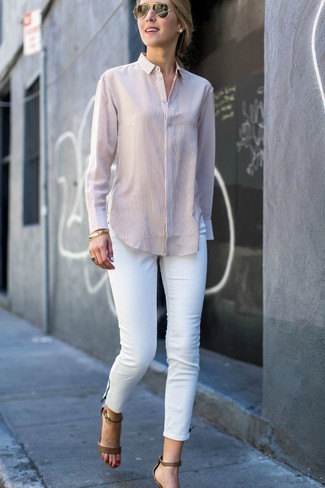 dc7cff94eda19 How to wear: beige dress shirt, white skinny jeans, olive leather heeled  sandals