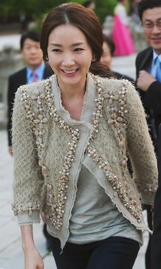 How to wear: beige embellished tweed jacket, grey crew-neck t-shirt, black skinny jeans