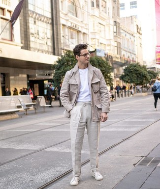 How to wear: beige linen field jacket, white crew-neck t-shirt, beige linen chinos, white leather low top sneakers