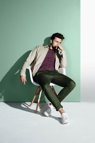 How to Wear a Beige Harrington Jacket: For something more on the off-duty end, reach for a beige harrington jacket and dark green chinos. And if you want to effortlesslly tone down your ensemble with shoes, add white leather low top sneakers to your outfit.