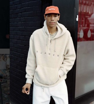 How to wear: beige fleece hoodie, beige crew-neck t-shirt, white sweatpants, red baseball cap