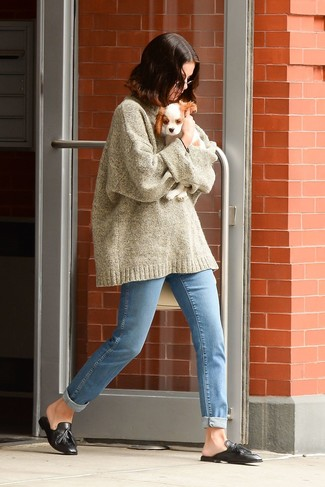 How to wear: beige knit oversized sweater, light blue jeans, black leather tassel loafers