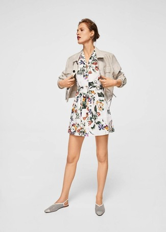 How to Wear a Beige Linen Blazer For Women: A beige linen blazer and a white floral shirtdress make for the perfect foundation for an outfit. And if you need to easily perk up this outfit with a pair of shoes, complete your ensemble with a pair of white cutout leather loafers.