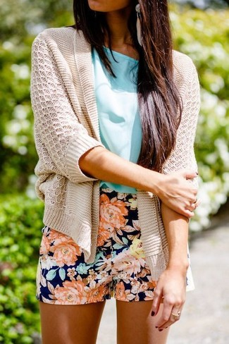 How to wear: beige knit open cardigan, aquamarine short sleeve blouse, navy floral shorts, beige earrings