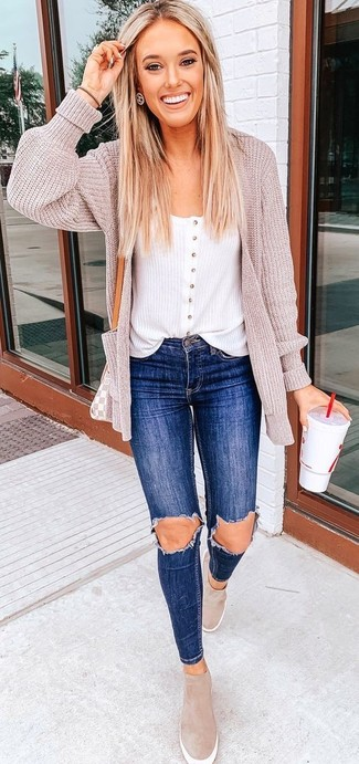 How to wear: beige knit open cardigan, white tank, blue ripped skinny jeans, beige suede slip-on sneakers