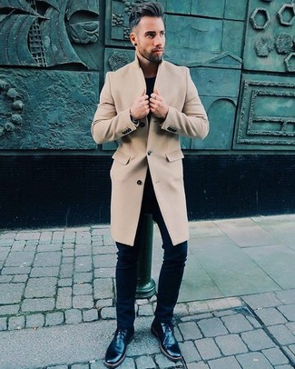 How to wear: beige overcoat, black crew-neck t-shirt, black skinny jeans, black leather desert boots