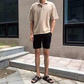 Men's Looks & Outfits: What To Wear In a Relaxed Way: This combination of a beige polo and black shorts offers comfort and practicality and helps you keep it low-key yet modern. You could perhaps get a little creative with footwear and tone down this outfit by finishing off with black leather sandals.