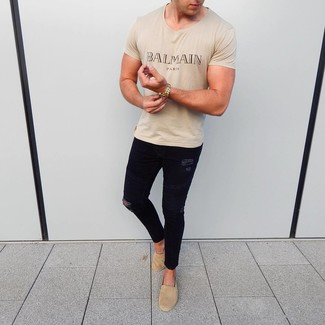 How to Wear Tan Suede Espadrilles For Men: A beige print crew-neck t-shirt looks so great when teamed with black ripped skinny jeans in a casual look. To give your overall ensemble a sleeker finish, introduce a pair of tan suede espadrilles to this ensemble.