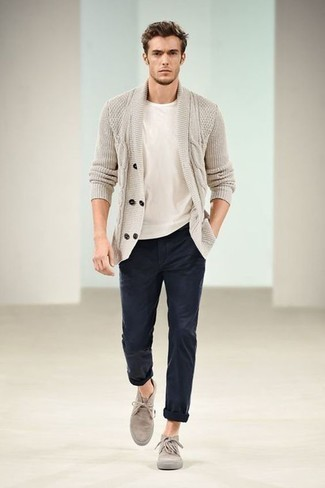 How to Wear Navy Chinos: Teaming a beige shawl cardigan and navy chinos is a fail-safe way to infuse style into your day-to-day routine. The whole ensemble comes together if you introduce a pair of beige suede desert boots to your outfit.