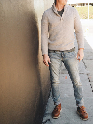 How to Wear a Grey V-neck T-shirt For Men: In situations comfort is above all, wear a grey v-neck t-shirt with light blue jeans. Want to break out of the mold? Then why not add a pair of brown leather work boots to the equation?