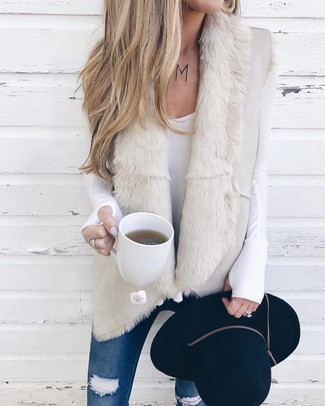How to Wear a Black Wool Hat For Women: If you're a fan of casual pairings, then you'll love this combo of a beige shearling vest and a black wool hat.
