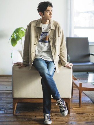 How to wear: beige shirt jacket, white print crew-neck t-shirt, navy jeans, navy canvas high top sneakers