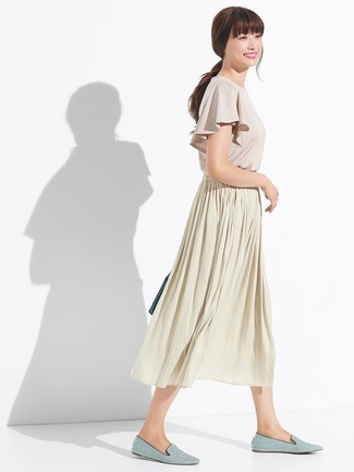How to wear: beige ruffle short sleeve blouse, beige pleated midi skirt, green horizontal striped canvas loafers, dark green leather tote bag