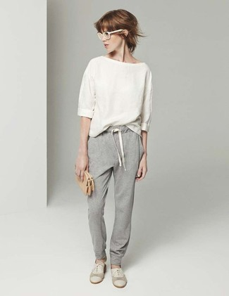 If you're a jeans-and-a-tee kind of gal, you'll like the simple combo of a cream short sleeve blouse and grey track pants. Elevate this ensemble with beige suede oxford shoes.