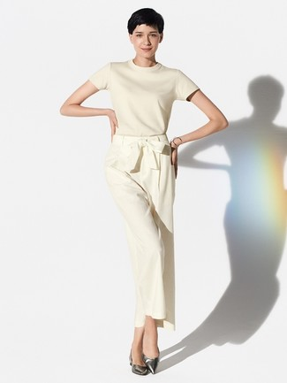 How to wear: beige short sleeve sweater, beige wide leg pants, silver leather ballerina shoes, silver bracelet