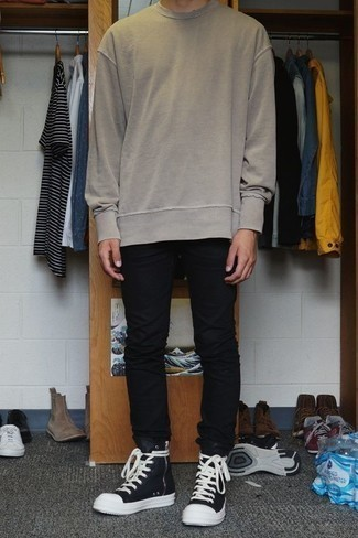 Men's Looks & Outfits: What To Wear In 2020: This pairing of a beige sweatshirt and black jeans is solid proof that a safe casual getup doesn't have to be boring. And if you wish to easily dial down this look with a pair of shoes, why not complete this outfit with black and white high top sneakers?