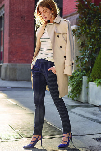 How to wear: beige trenchcoat, beige horizontal striped crew-neck sweater, navy vertical striped skinny pants, navy leather pumps