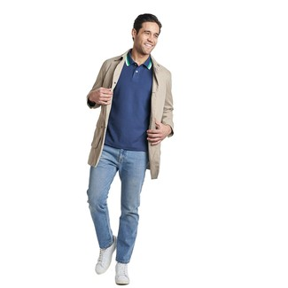 How to wear: beige trenchcoat, navy polo, light blue jeans, white leather low top sneakers