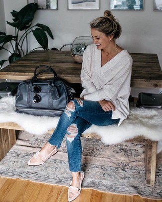 How to Wear Pink Flats: For a casual getup with a twist, you can opt for a beige v-neck sweater and navy ripped skinny jeans. Serve a little outfit-mixing magic by sporting a pair of pink flats.