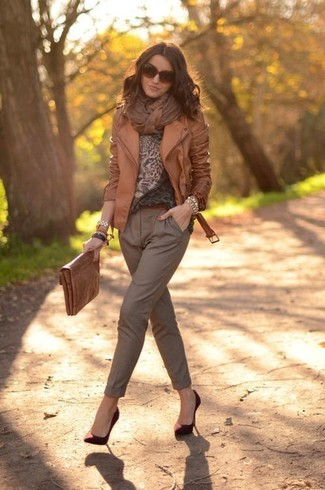 How to wear: brown leather biker jacket, brown leopard crew-neck sweater, brown tapered pants, burgundy suede pumps