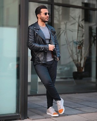 Grey Crew-neck T-shirt Outfits For Men: A grey crew-neck t-shirt and black chinos are a savvy combo worth having in your daily off-duty wardrobe. Our favorite of an endless number of ways to complete this outfit is with a pair of beige canvas low top sneakers.