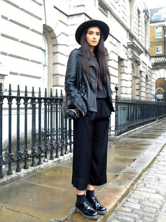 How to Wear Black Chunky Leather Oxford Shoes For Women: Rushed mornings require a straightforward yet seriously stylish look, such as a black leather biker jacket and black culottes. Add a glamorous twist to an otherwise standard outfit by rocking black chunky leather oxford shoes.