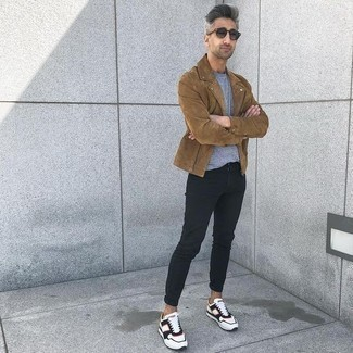 How to Wear Navy Sunglasses In Chill Weather For Men: For a laid-back menswear style with an edgy spin, you can dress in a tan suede biker jacket and navy sunglasses. If you wish to easily bump up this getup with a pair of shoes, why not complete your ensemble with a pair of white and black athletic shoes?