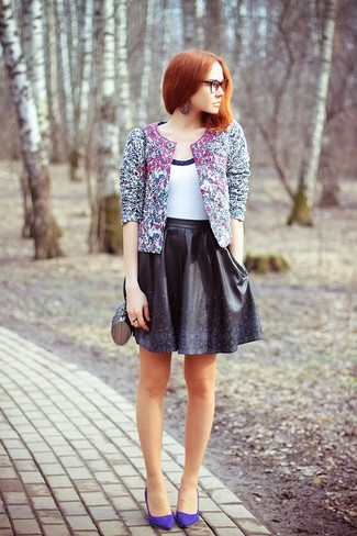 How to Wear Violet Suede Pumps: A blue print biker jacket and a black leather skater skirt combined together are a total eye candy for those dressers who appreciate casual combos. Violet suede pumps will effortlesslly lift up even the most basic getup.