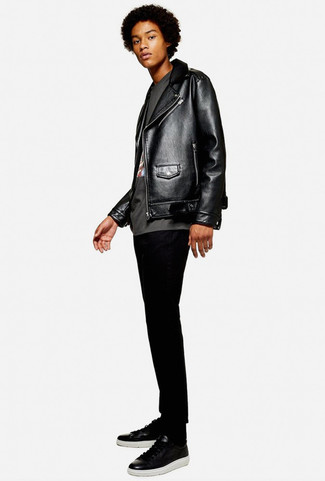 How to wear: black leather biker jacket, charcoal print crew-neck t-shirt, black skinny jeans, black leather low top sneakers