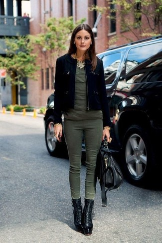This pairing of an Isabel Marant women's Crew Neck Short Sleeve T Shirt and olive skinny pants is an interesting balance between casual and chic. Make black leather lace-up ankle boots your footwear choice to va-va-voom your outfit. We're loving how this ensemble gets you excited for fall in seconds time.