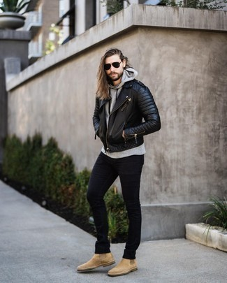 Tan Suede Chelsea Boots with Black Jeans Warm Weather Outfits For Men: If you don't like trying too hard combos, marry a black quilted leather biker jacket with black jeans. A pair of tan suede chelsea boots effortlessly revs up the style factor of your ensemble.