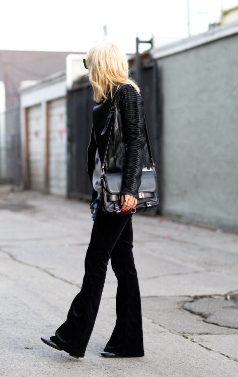How to Wear Black Flare Jeans (11 looks) | Women's Fashion