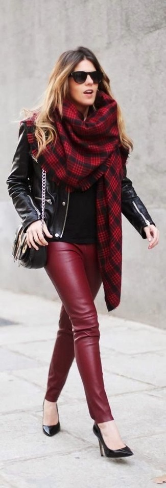 Team a black long sleeve t-shirt with burgundy leather leggings for an easy to wear look. Rock a pair of black leather pumps to instantly up the chic factor of any outfit.