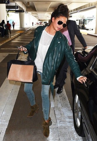 This pairing of a dark green leather biker jacket and light blue skinny jeans exudes comfort and practicality and allows you to keep it low-key yet current. Olive boots will add some edge to an otherwise classic ensemble. This look is our idea of perfection for those warmer days of spring.