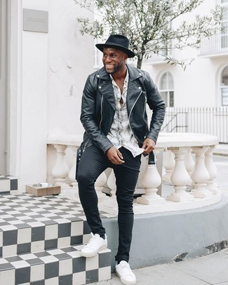 White and Black Print Short Sleeve Shirt Outfits For Men: Try pairing a white and black print short sleeve shirt with black skinny jeans for a knockout and stylish getup. If you feel like playing it up a bit now, complement this look with a pair of white canvas low top sneakers.
