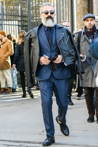 How to Wear Black Sunglasses After 60 For Men: Want to infuse your menswear collection with some edgy menswear style? Dress in a black biker jacket and black sunglasses. Complement your outfit with a pair of black leather derby shoes to effortlessly boost the fashion factor of this outfit.