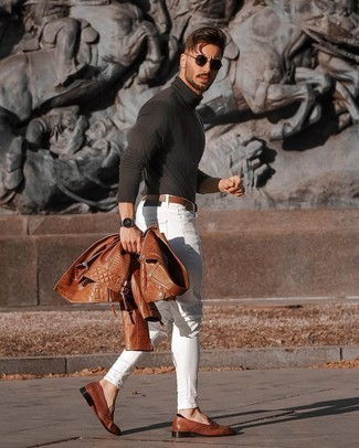 White Skinny Jeans Outfits For Men: A brown leather biker jacket and white skinny jeans are a nice look to integrate into your daily casual routine. And if you wish to effortlessly spruce up your look with one item, why not add a pair of brown leather loafers to the mix?
