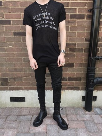 How to Wear a Black and White Print Crew-neck T-shirt In Warm Weather For Men: A black and white print crew-neck t-shirt and black jeans have become a life-saving casual combo for many stylish guys. Add black leather chelsea boots to your ensemble for an extra touch of sophistication.