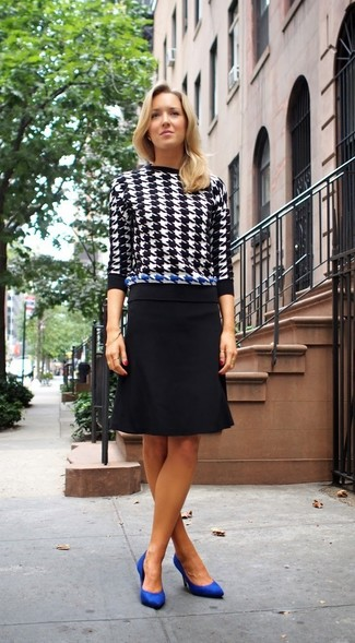 How to wear: black and white houndstooth crew-neck sweater, black pencil skirt, blue suede pumps