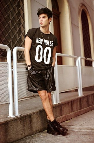 How to wear: black and white print crew-neck t-shirt, black leather shorts, dark brown leather casual boots