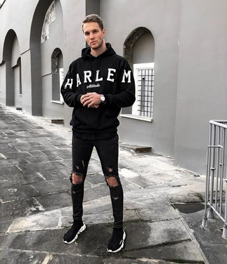 A black and white print hoodie and black ripped skinny jeans will convey a carefree easy vibe. To add elegance to your outfit, round off with black high top sneakers. When you have one of those bleak fall days, sometimes only a knockout ensemble like this one can get you to face the outside world.
