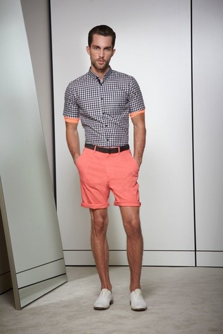For a casual ensemble, try teaming a black and white gingham short sleeve shirt with pink shorts — these two pieces play nicely together. Add a pair of grey leather derby shoes to the equation to kick things up to the next level.