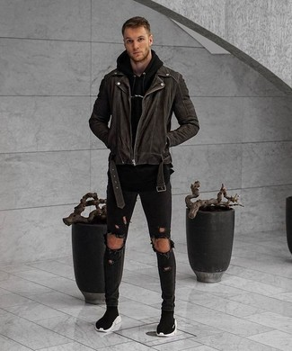 If you want to look cool and remain cosy, choose a black biker jacket and black ripped skinny jeans. Smarten up your getup with black high top sneakers. Keep the autumn blues away in a knockout ensemble like this one.