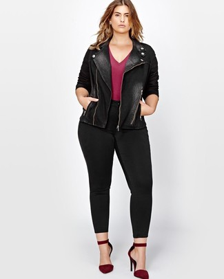 Women's Black Denim Biker Jacket, Burgundy V-neck T-shirt, Black Skinny Jeans, Burgundy Suede Pumps