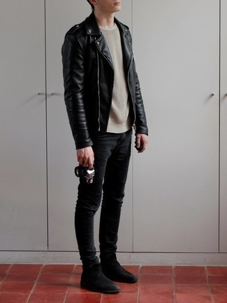 Black Skinny Jeans with Black Leather Biker Jacket Outfits For Men: A black leather biker jacket and black skinny jeans are a great outfit worth having in your casual styling rotation. Turn up the classiness of your ensemble a bit by rounding off with black suede chelsea boots.