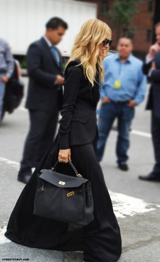 To create an outfit for lunch with friends at the weekend choose a black blazer and a black maxi skirt. This outfit is a pretty good idea, especially for fall, when the temperature is dropping.