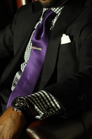 Violet Silk Tie Outfits For Men: Channel your inner Bond and pair a black blazer with a violet silk tie.