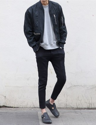 How to Wear a Grey Sweatshirt In Your 20s For Men: This combination of a grey sweatshirt and black chinos is extremely easy to assemble and so comfortable to wear a variation of throughout the day as well! Complement your getup with a pair of black leather loafers to avoid looking too casual.