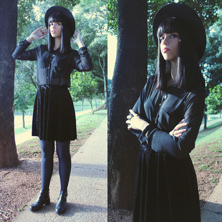 For an outfit that's nothing less than drool-worthy, consider teaming a black chiffon button down blouse with a black hat. Black leather chelsea boots will add a more relaxed feel to your getup. When it's one of those bleak fall days, sometimes only a kick-ass outfit like this one can spice it up.